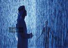 മനസ്സില് കുളിര് കോരി മഴയത്ത് നൃത്തം; ലോകോത്തര സംവിധാനത്തിലൂടെ മഴയനുഭവം സമ്മാനിച്ച് ഷാര്ജ