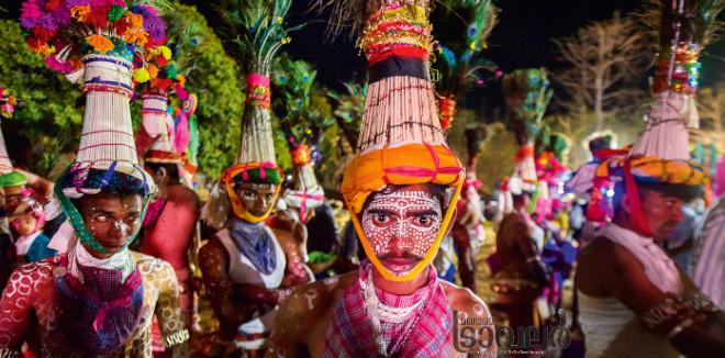 കാഠി ഗ്രാമത്തിൽ സത്പുര മലനിരകളിലെ ആദിവാസികൾ ഒരുമിക്കുന്നു രാജേവാഡി ഹോളിക്കായി